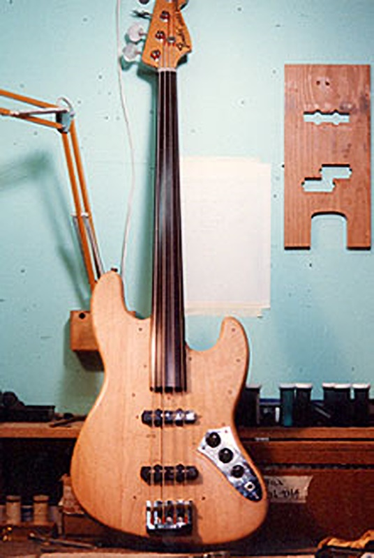 image of the fretless jazz bass