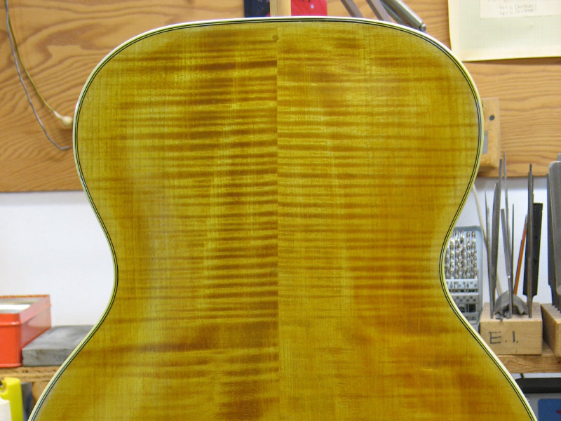 Colouring the archtop guitar body
