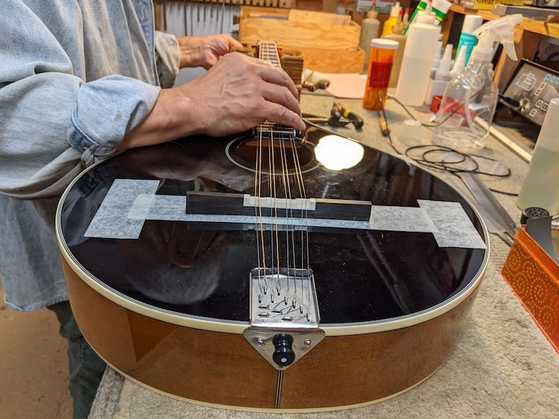 Checking the intonation with the new intonated saddle